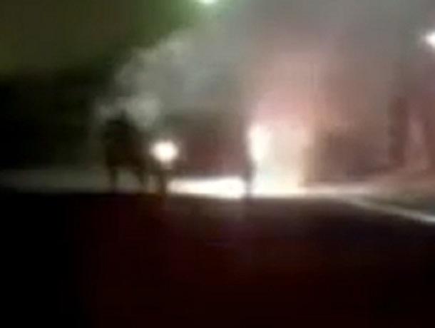 Полицейские спасли водителя, спавшего вгорящем автомобиле