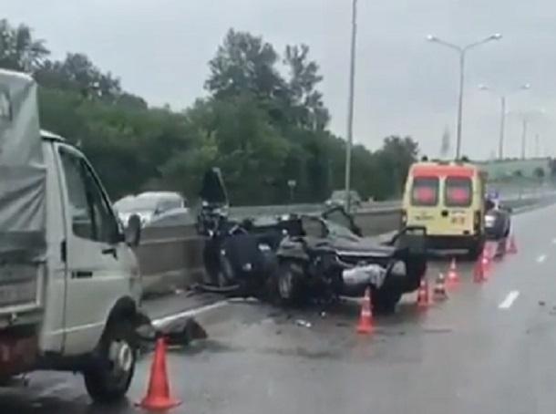 Появилось видео последствий страшной аварии с тремя погибшими в Пятигорске