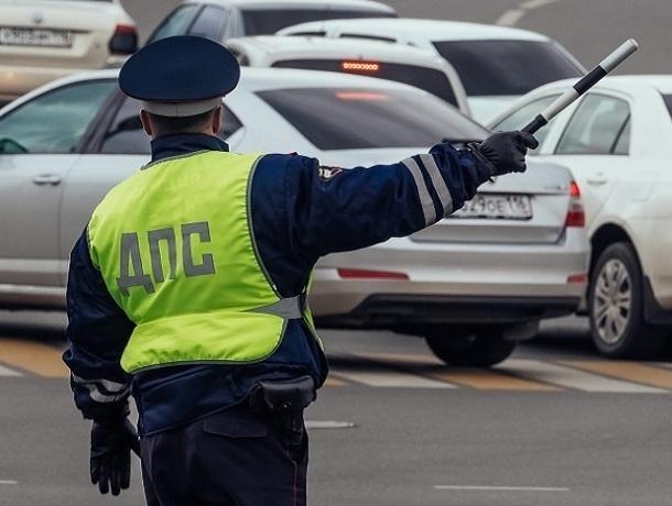 Водитель, давший взятку сотрудникам ДПС вПятигорске, тоже попал под следствие