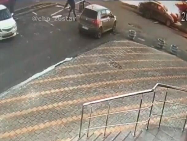 Водитель сломал шлагбаум при выезде с парковки в Ставрополе
