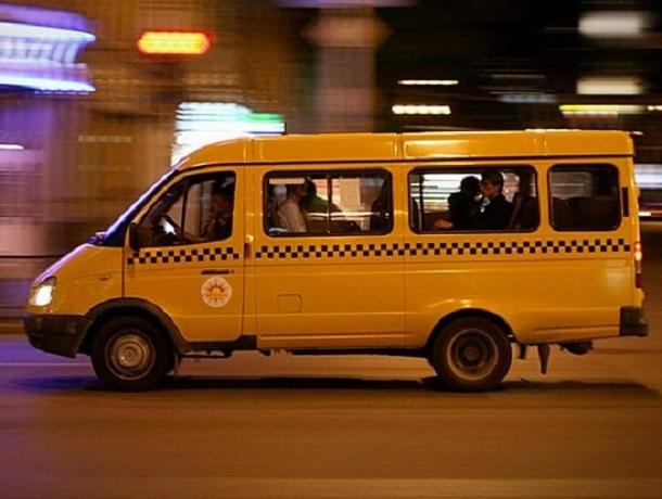 razvleksya-s-devushkoy-v-avtobuse-nakachennaya-telka-v-porno