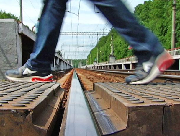 Нажелезнодорожном переезде Кавминвод под поезд попал ребенок