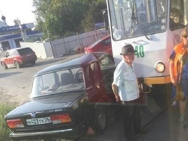Пожилой водитель устроил ДТП с участием трамвая в Пятигорске