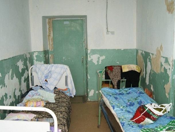 Главврача «Петровской РБ» прокуратура заставила починить крышу и вычистить грибок в больнице