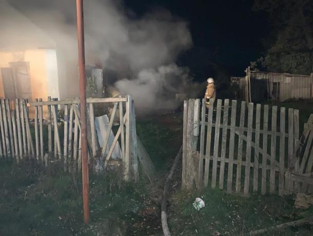 Во время пожара в заброшенном доме на Ставрополье погиб человек