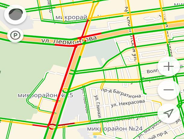 Огромная пробка образовалась из-за ДТП на Доваторцев в Ставрополе