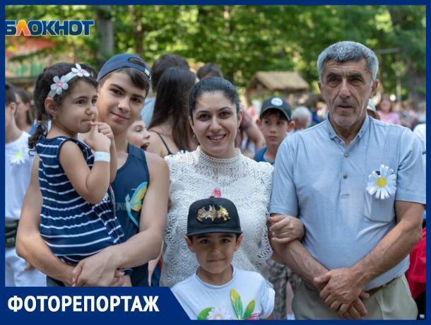 В ставропольском парке «Победа» отметили День семьи, любви и верности