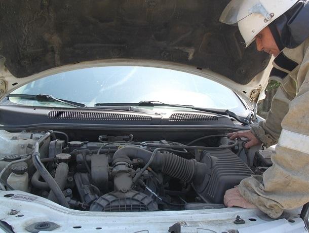 Элитная иномарка и отечественная «легковушка» столкнулись в жестком ДТП на ставропольской трассе