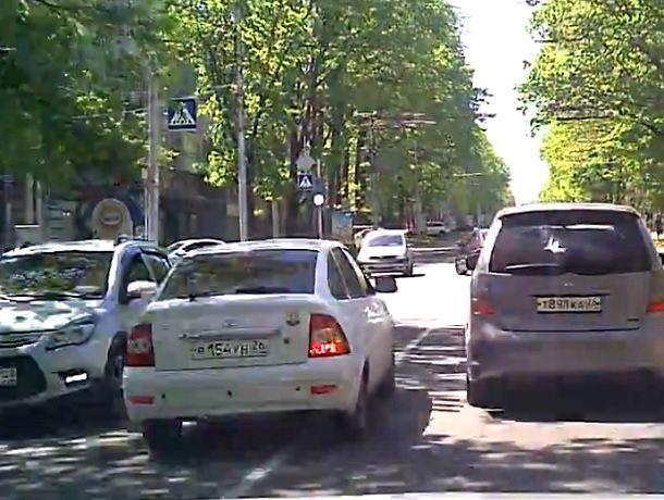 «Приора головного мозга»: маневр ставропольского водителя поверг в изумление горожан