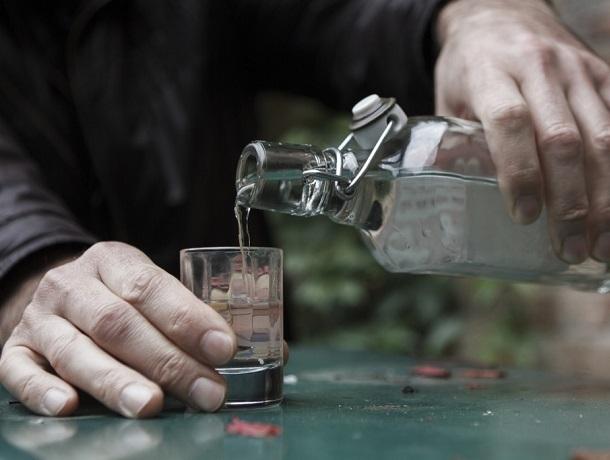 Мужчина травил односельчан «паленой» водкой на Ставрополье