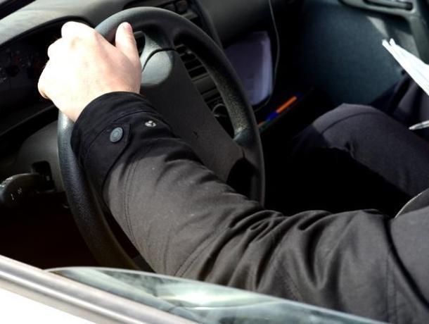 На Ставрополе пьяный мужчина украл деньги и машину своей возлюбленной