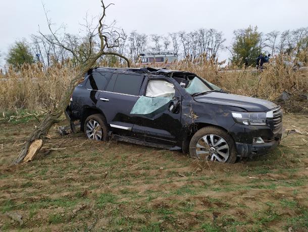 На Ставрополье два человека получили тяжелые ранения после ДТП с вылетом авто в канаву