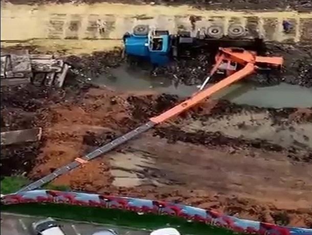 ВСтаврополе натерриторииЖК «Белый город» рухнул немалый автокран