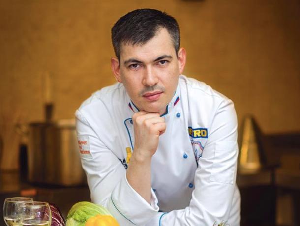 Талантливый шеф-повар из жюри «Адской кухни» работает в кафе Кисловодска