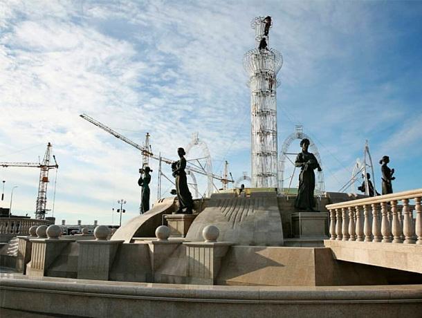 Свето-музыкальный фонтан на площади князя Владимира готовят к зиме в Ставрополе