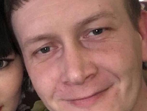 Мужчина в синих джинсах отпросился с работы и пропал в Ставрополе
