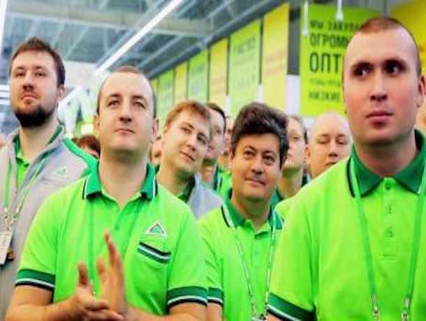 «Обряд вызова дождя» от сотрудников магазина удивил посетителей в Ставрополе