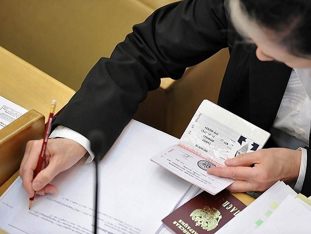 8 уголовных дел завели на сотрудницу МВД России в Пятигорске