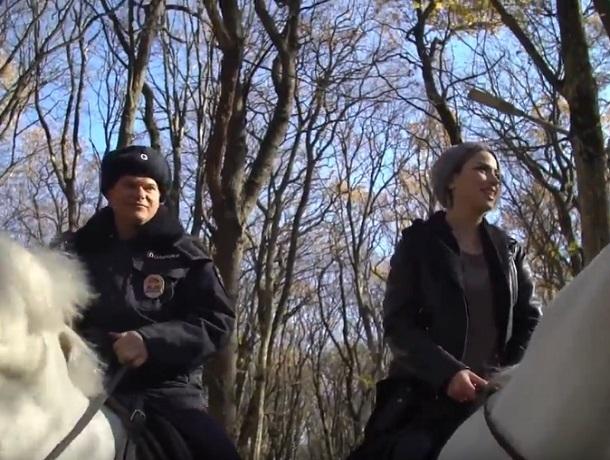 «Поскакали»: как проходят будни конной полиции в Ставрополе