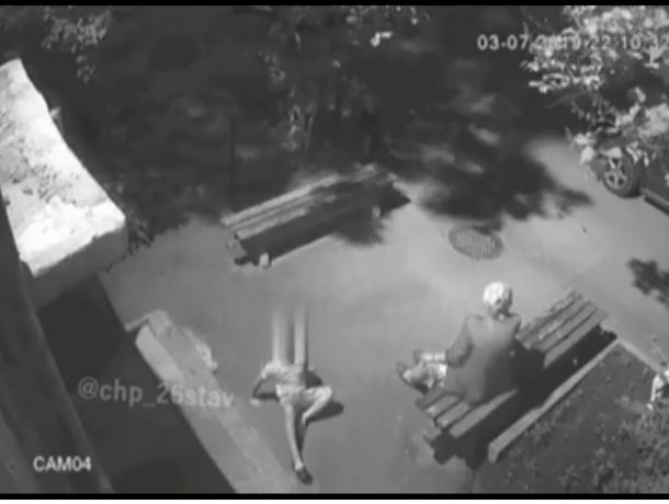 В Ставрополе ребенок упал с козырька подъезда
