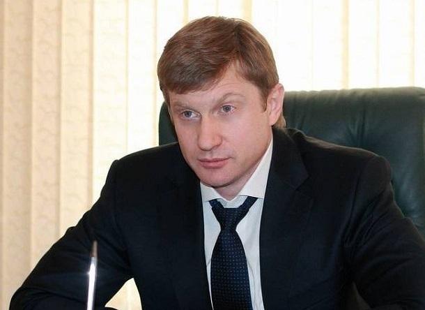 Министр Минстроя Васильев стал жертвой борьбы за дорогу до Сочи между Ставропольем и Карачаево-Черкессией , - политолог