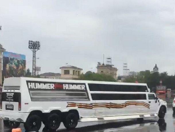 «Устроили из праздника цирк»: разукрашенные лимузины, которые замыкали парад Победы в Ставрополе, вызвали недовольство горожан