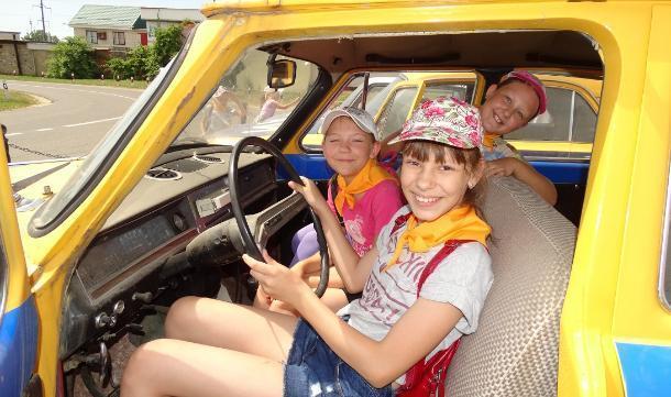 Дети из лагерей побывали в Ставропольском музее автомобилей