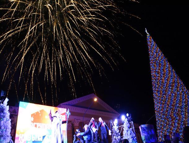 33 ёлки и светящиеся олени украсили центр Ставрополя