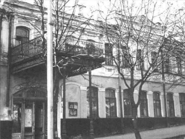 «Первая кофейня, коммерческий банк и редакции ставропольских газет», - что помнят стены «дома с медальоном»