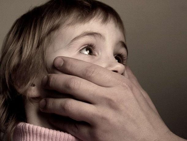Мужчина дважды изнасиловал свою 8-летнюю падчерицу на Ставрополье