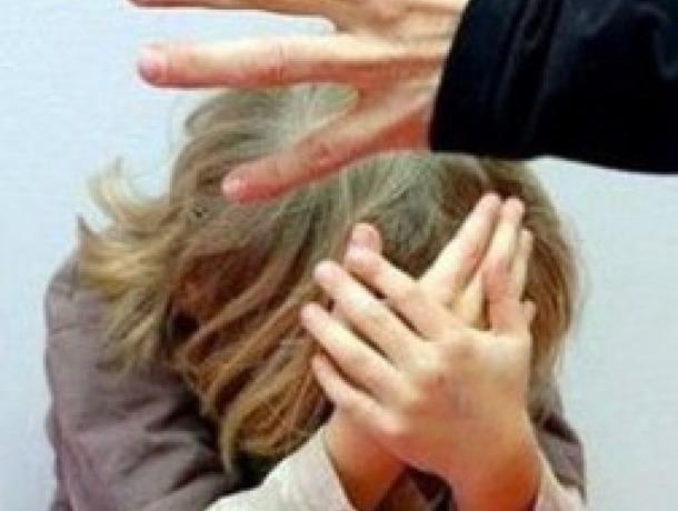 10-летнюю девочку насиловал знакомый ееродителей вСтаврополе