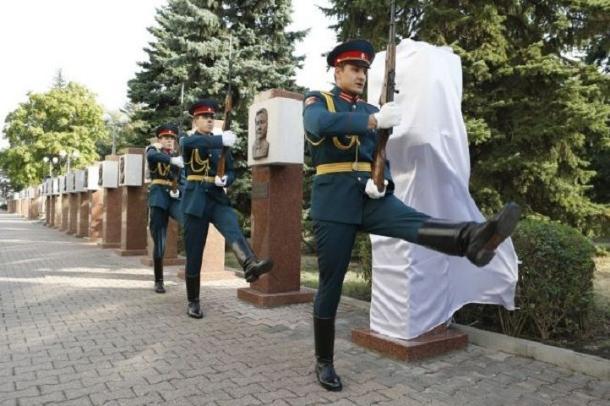 В Ставрополе открыли пилоны почётным жителям края