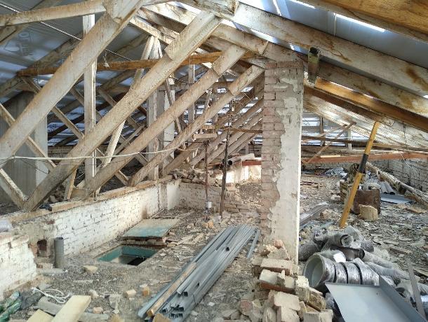 В Ессентуках во время капремонта на крыше насмерть разбился рабочий