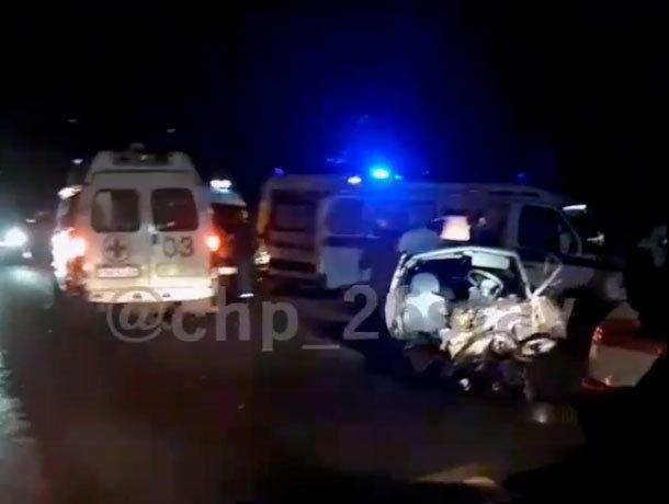 На выезде из Ставрополя столкнулось три легковых автомобиля - один человек погиб
