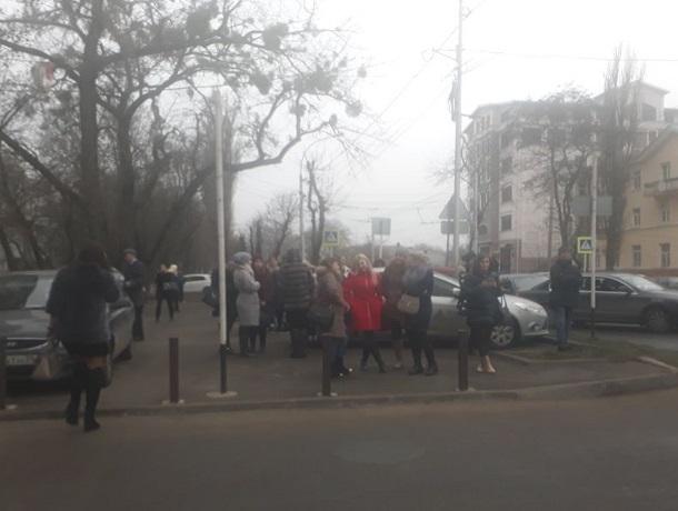 ВСтаврополе эвакуируют людей изторговых центров, рынка и клиник