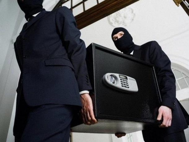 «Ограбление века»: в украденном ставропольцами  сейфе оказался лишь планшет, по которому их и вычислили