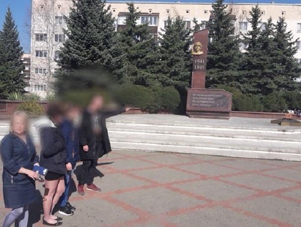 Вандал пойдет под суд за оскорбительные фото с памятником героям Великой Отечественной на Ставрополье