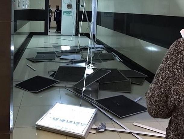ВСтаврополе в коммерческом  центре обвалился  потолок