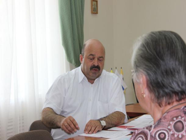 «С треском» уволен полпред губернатора Ставрополья Константин Шишманиди