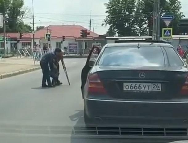 «До мурашек»: ставропольцы помогли дедушке-инвалиду на дороге в Краснодаре