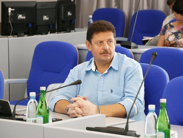 «Либо мы живем лучше, либо неряшливые»: ставропольский депутат о «мусорной реформе»
