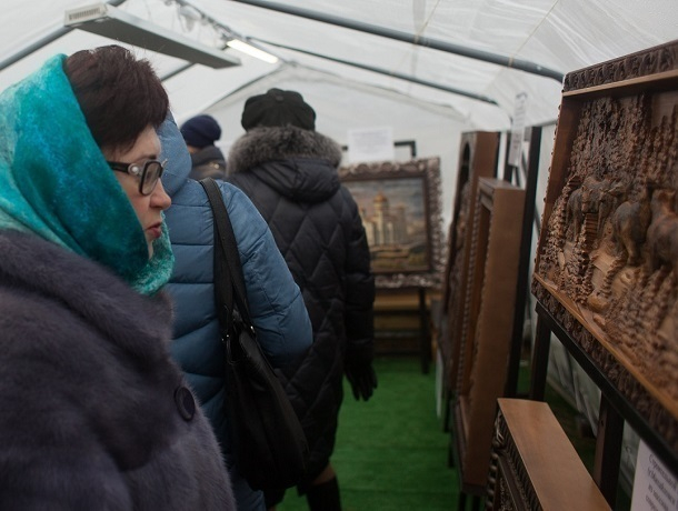 «Третий Рим» представил экспозицию резных панно на Масленице в Ставрополе