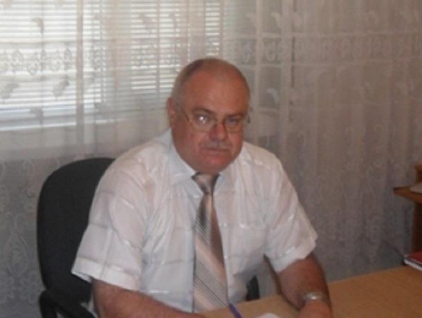 Начальника отдела образования Арзгирского района заставили обеспечить в школах защиту от террористов