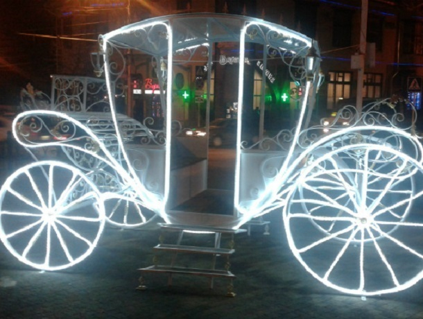 Светящаяся карета переместилась с Карла Маркса на Крепостную гору в Ставрополе