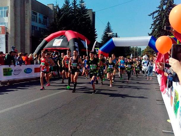 Сотни любителей марафонского бега пронеслись по курортным Ессентукам