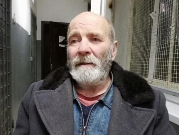 На центральном автовокзале Ставрополя нашли потерявшегося мужчину с полной потерей зрения