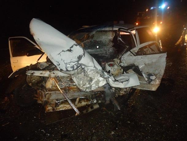 Два человека пострадали после жесткого тройного ДТП с КамАЗом на Ставрополье