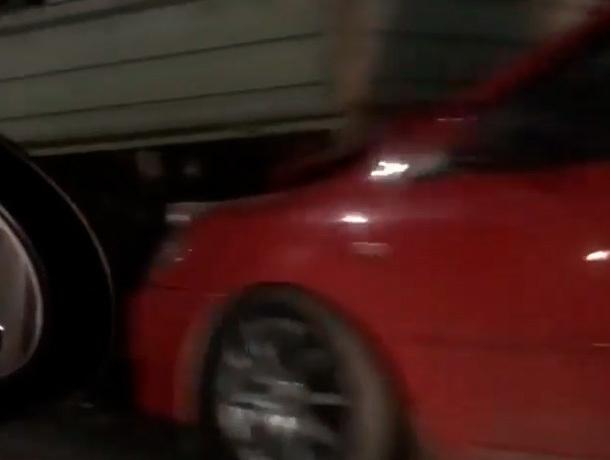 «Паровозик» из нескольких грузовиков и легковушек образовался в Невинномысске