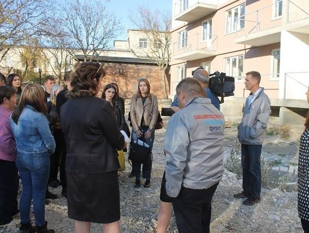«Бездушие чиновников поражает»: многострадальное жилье для сирот в Пятигорске снова не сдадут в срок