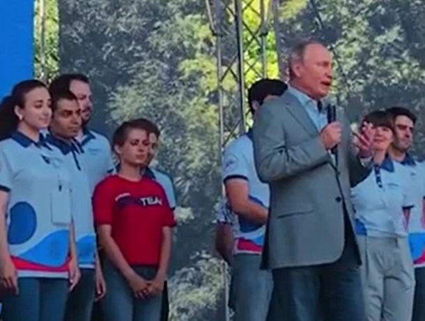 «В этом сила!»: Путин вдохновил молодежь России на форуме «Машук» в Пятигорске
